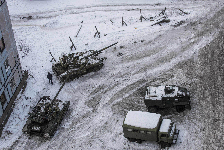 6 killed in Ukraine; Putin says Ukraine seeking US support