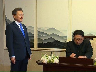 Raw: Kim Signs Guest Book During Korean Summit
