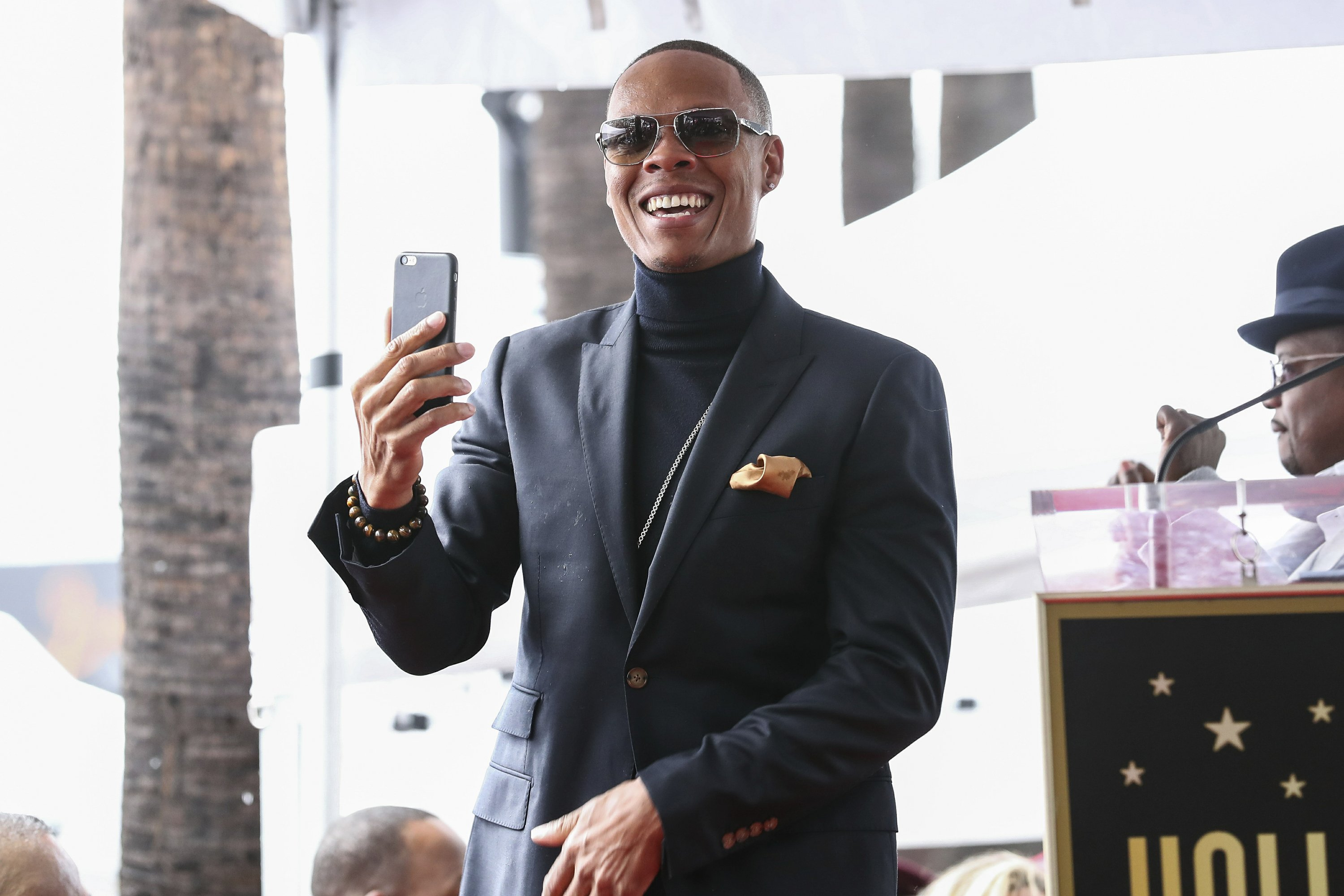 New Edition's Ronnie DeVoe announces wife expecting baby