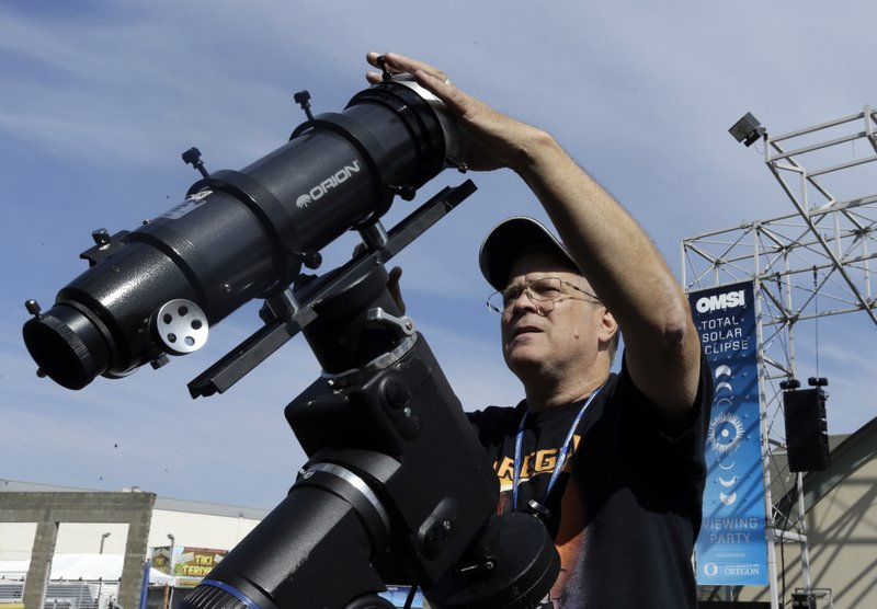 Americans get rare chance to view solar eclipse