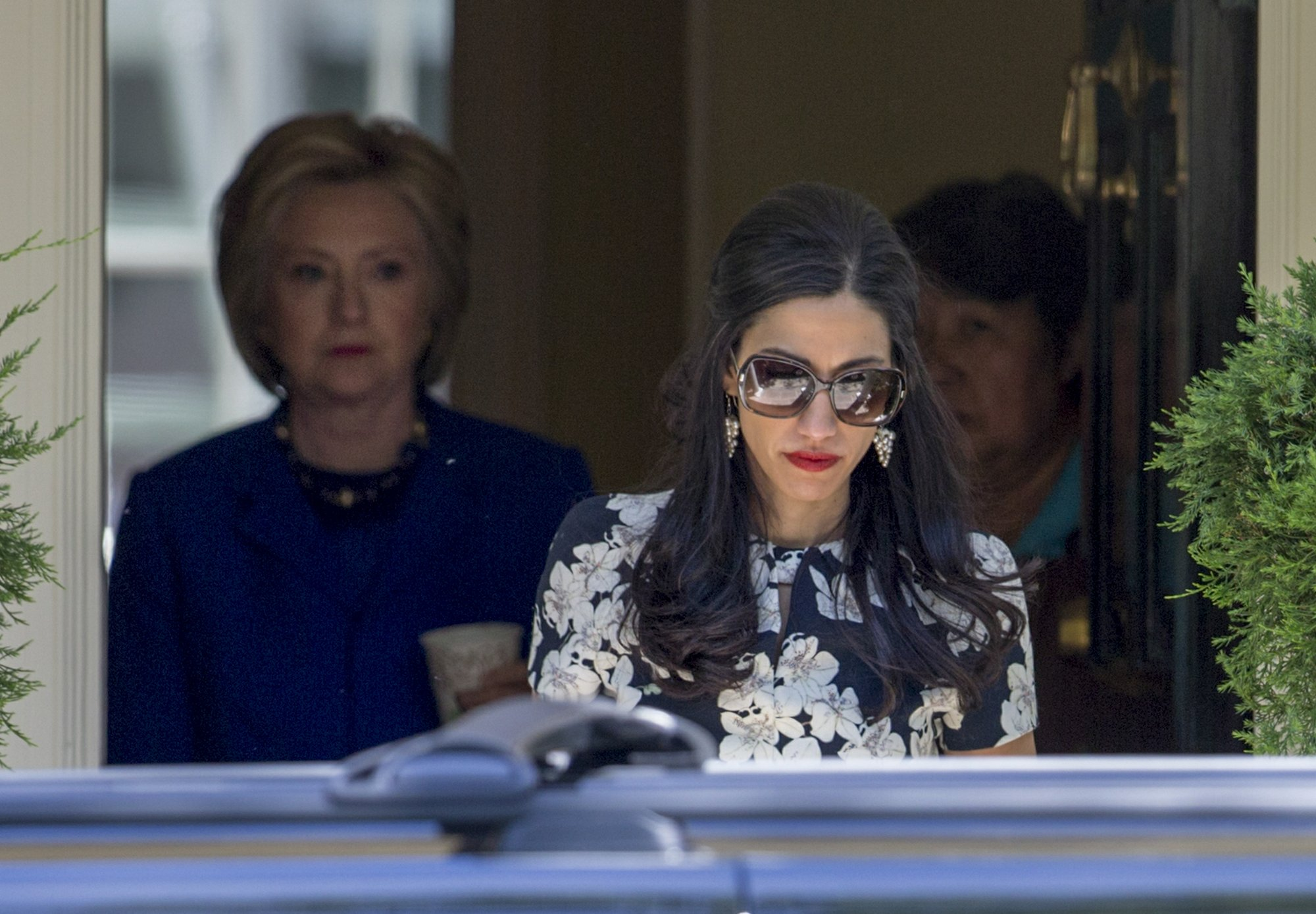 Emails: Clinton, aide weighed sending secure phone by FedEx