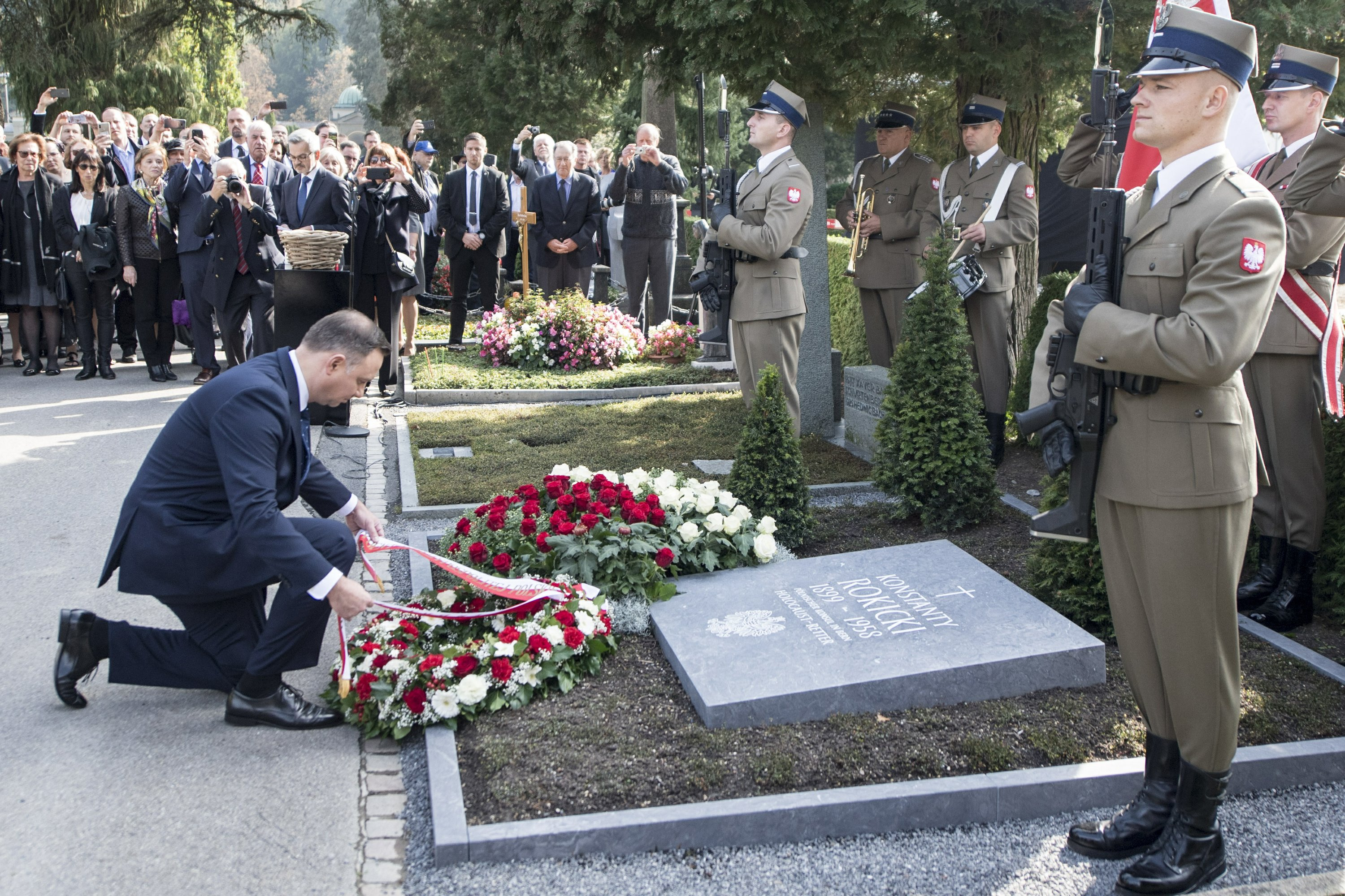 Polish leader honors WWII diplomat who tried to help Jews