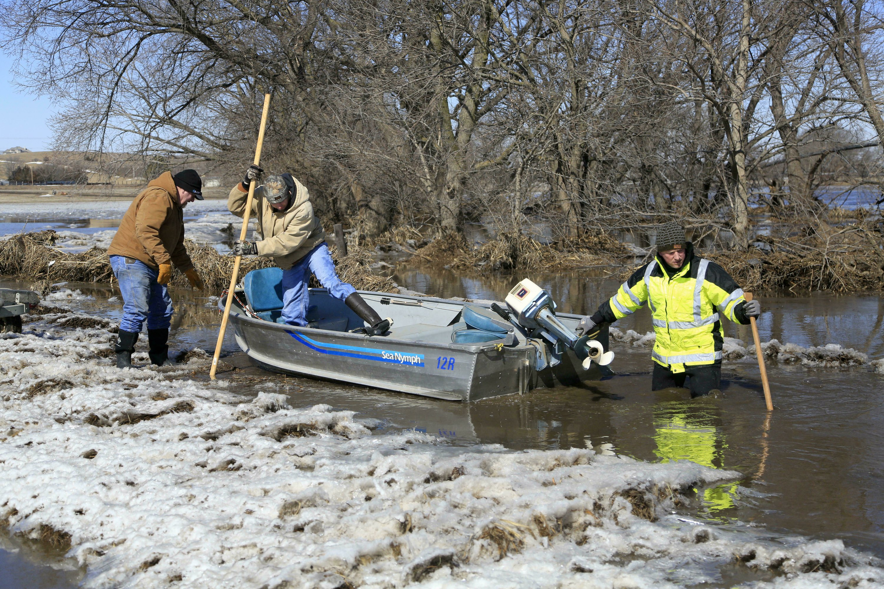 Midwest flooding forces evacuations, closing of road, river