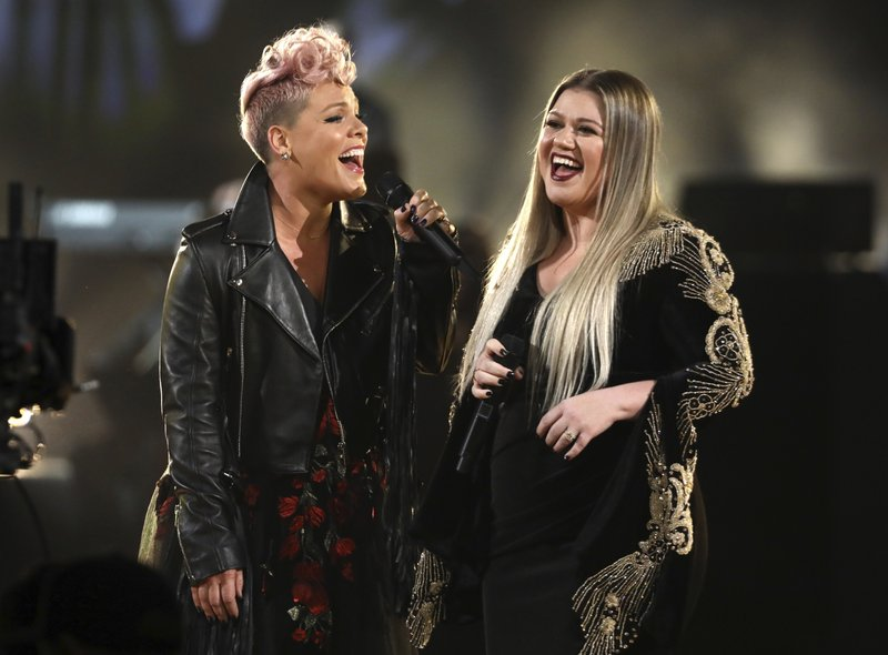 Pink, Kelly Clarkson