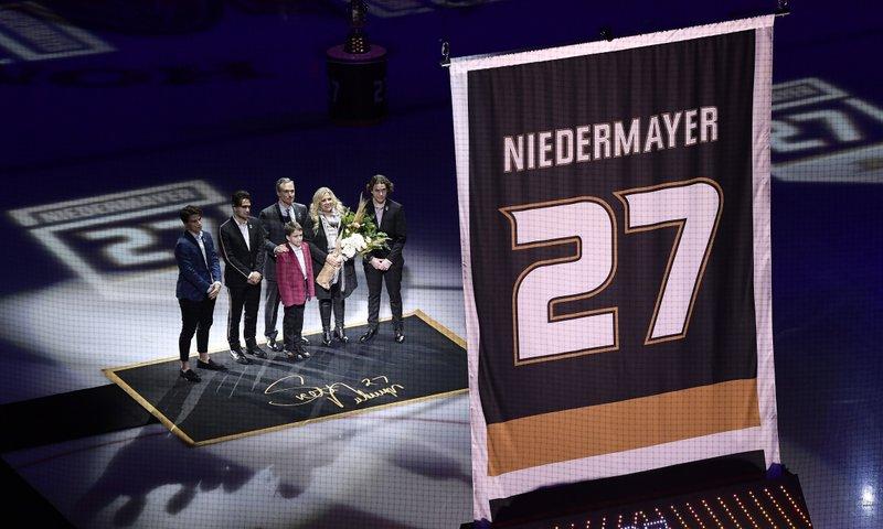 061e18981df Ducks retire Hall of Fame defenseman Niedermayer's No. 27