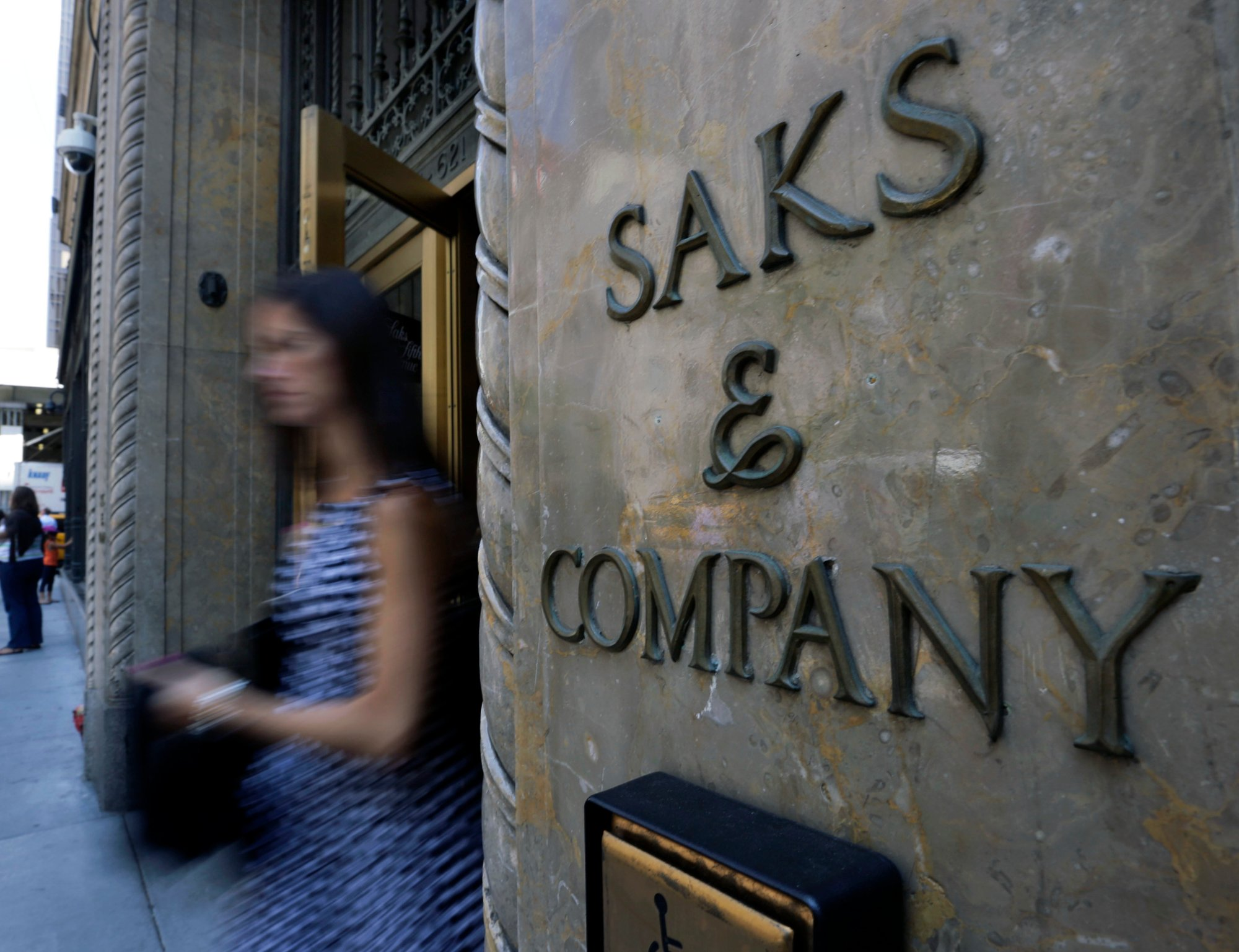 Data Breach Hits Saks Fifth Avenue, Lord U0026 Taylor Stores