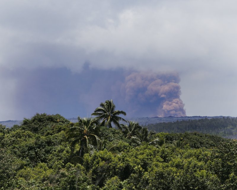 Kilauea Volcano Erupts Friday May 4 2018 In Kalapana HI There Are No Immediate Reports Of Major Damage After A Large Earthquake Struck Hawaiis Big