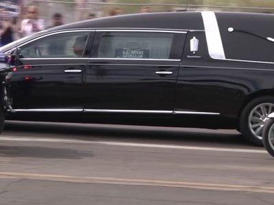 Crowds line Ariz. Streets to see McCain hearse