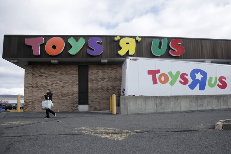 Toys R Us cites holiday missteps, says 182 stores to close