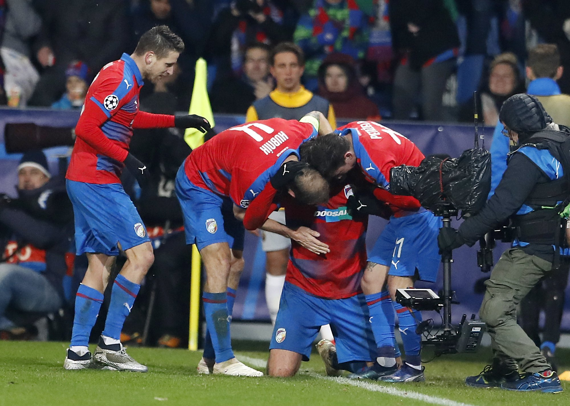 Plzen beats Roma 2-1 to qualify for Europa League