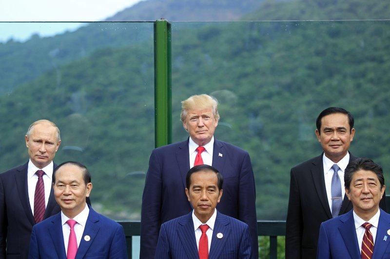 Donald Trump, Vladimir Putin, Prayuth Chan-ocha, Tran Dai Quang, Joko Widodo, Shinzo Abe
