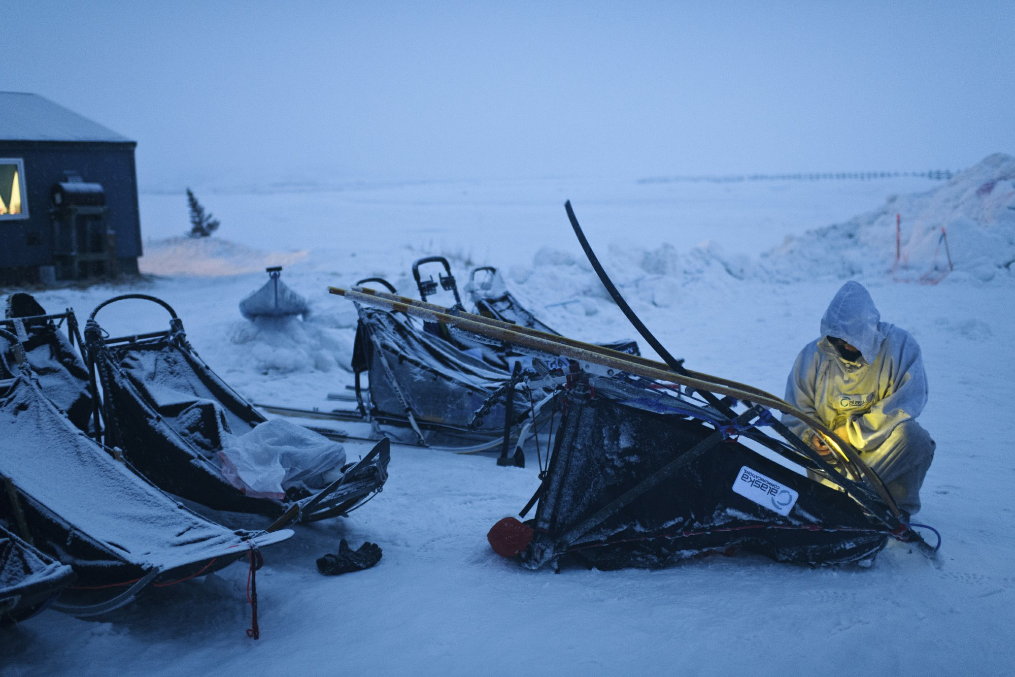 Alaska musher first to leave checkpoint 77 miles from finish