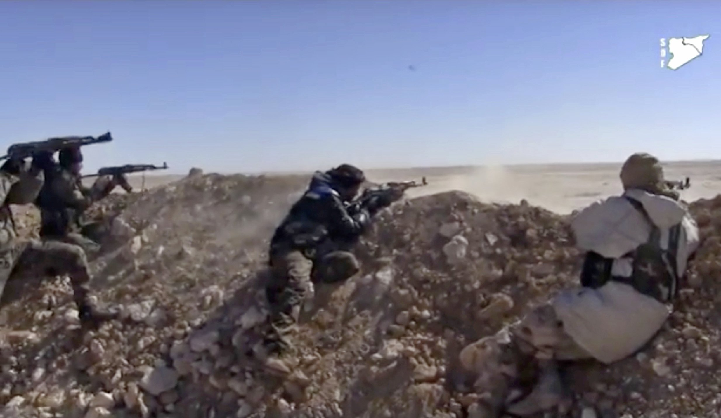 Syrian fighters cut main road linking IS-held areas