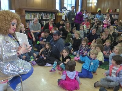 NY Library Brings Drag Queens to Kids Story Hour