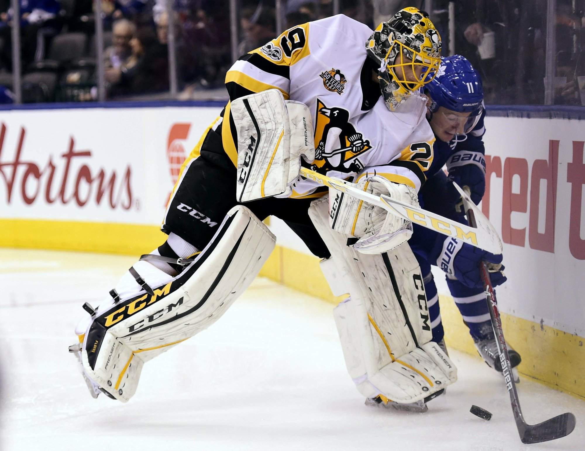 Maple Leafs beat Penguins to wrap up playoff spot 1cb050904