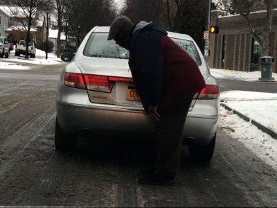 Choking Motorist Departs After Heimlich Maneuver