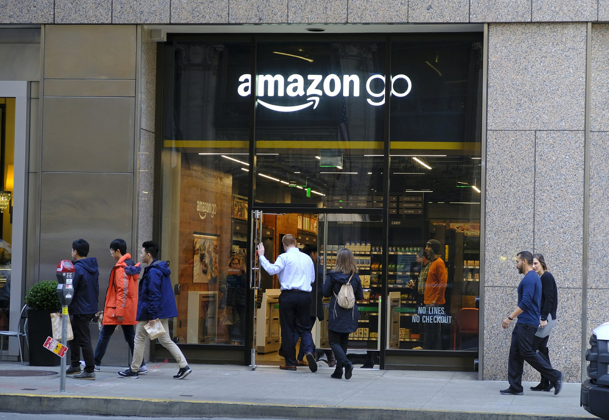 Amazon says it will soon accept cash at cashless stores