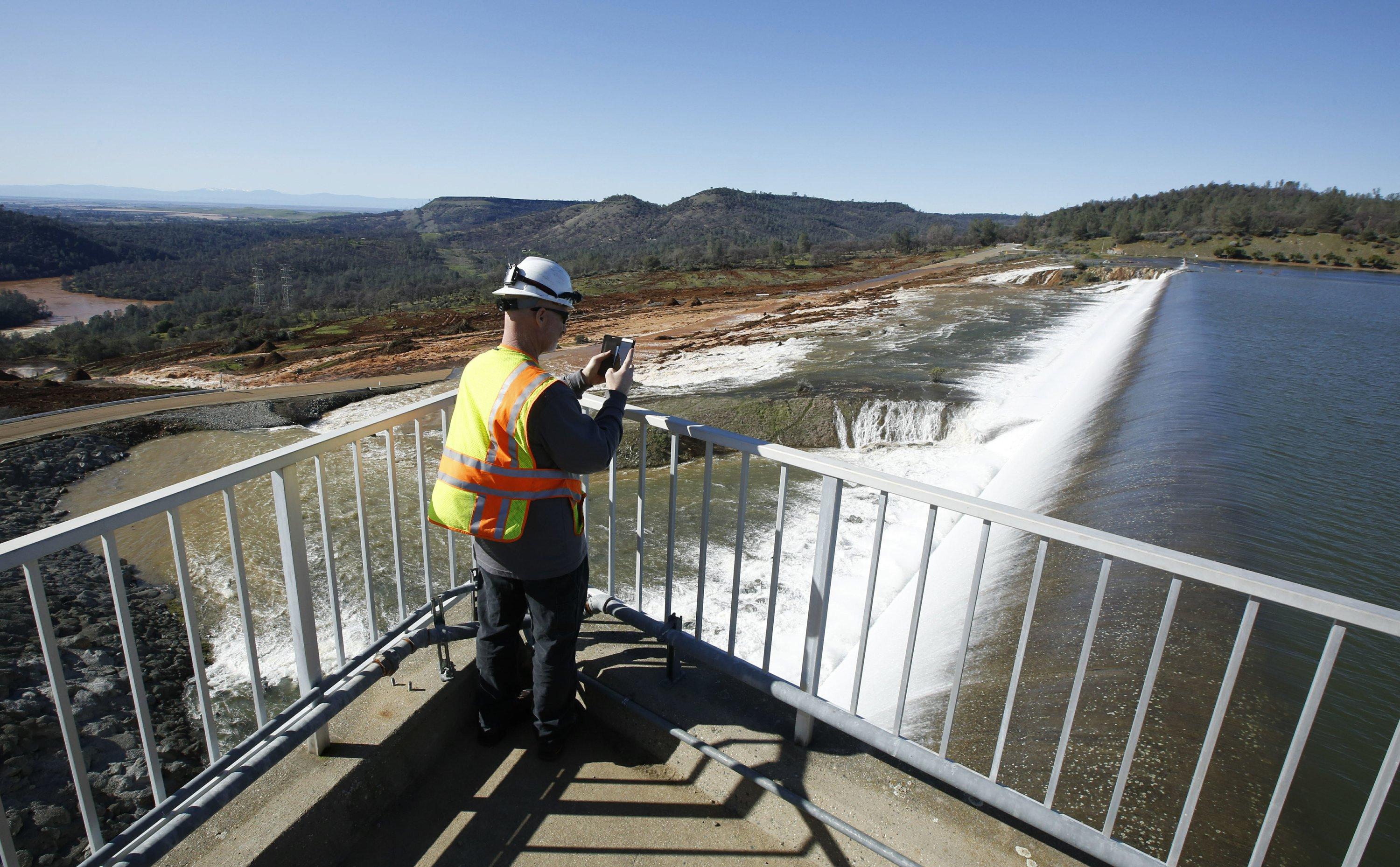 The Latest: Senator vexed by bad communication at dam crisis