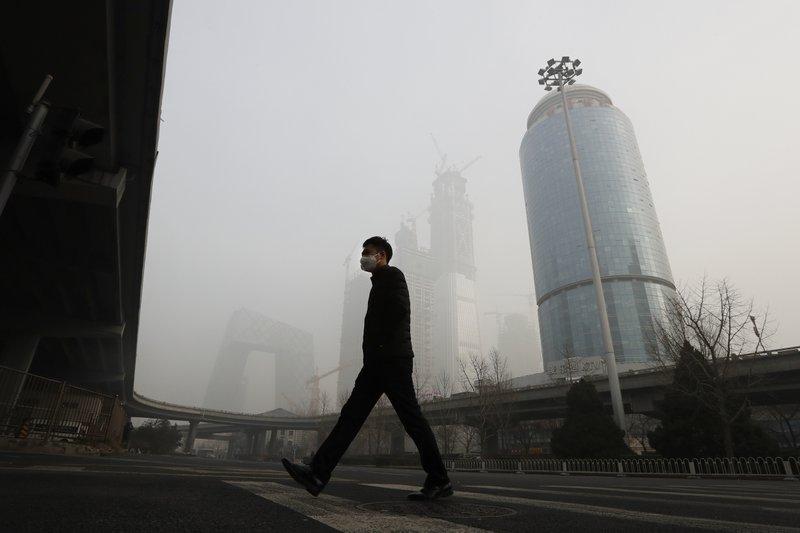 Smog chokes China cities, grounding flights, closing roads