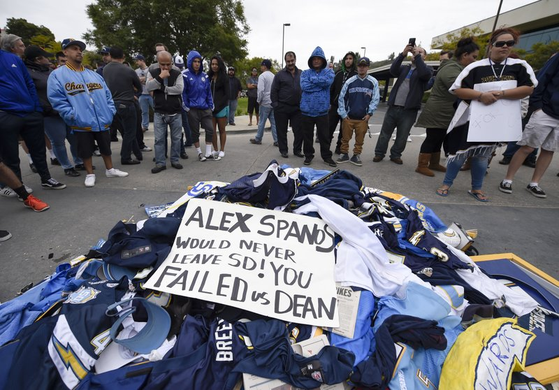 e6a37e84 Column: Greed wins out as Chargers abandon fans, flee to LA