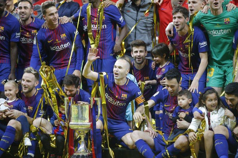 7627edb97 Barcelona easily wins historic 4th straight Copa del Rey