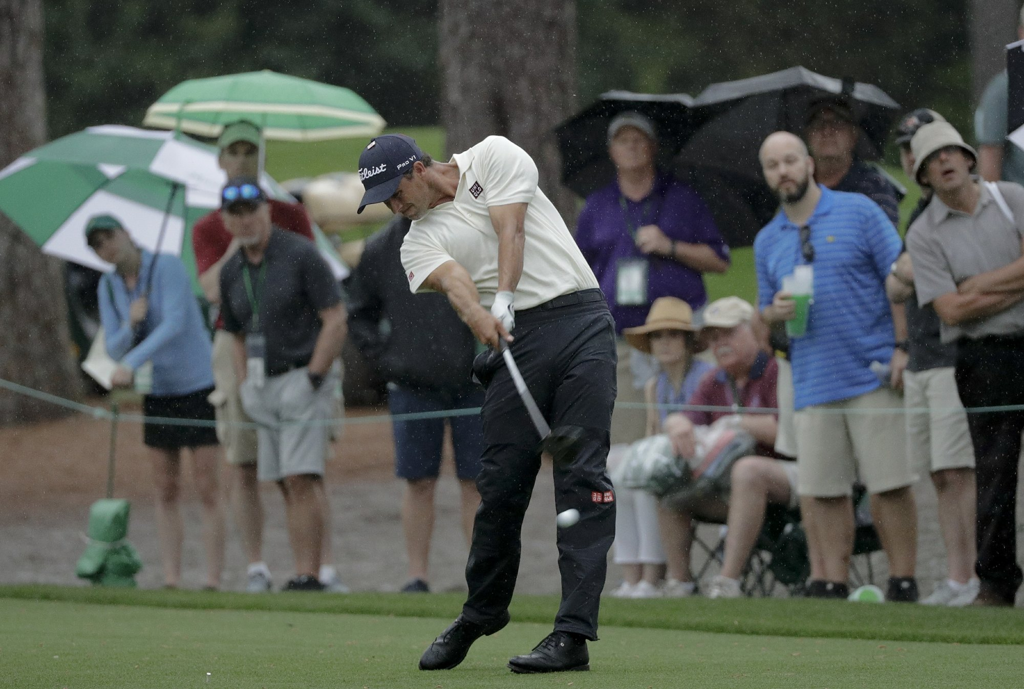 Adam Scott takes a risk and it pays off with Masters lead
