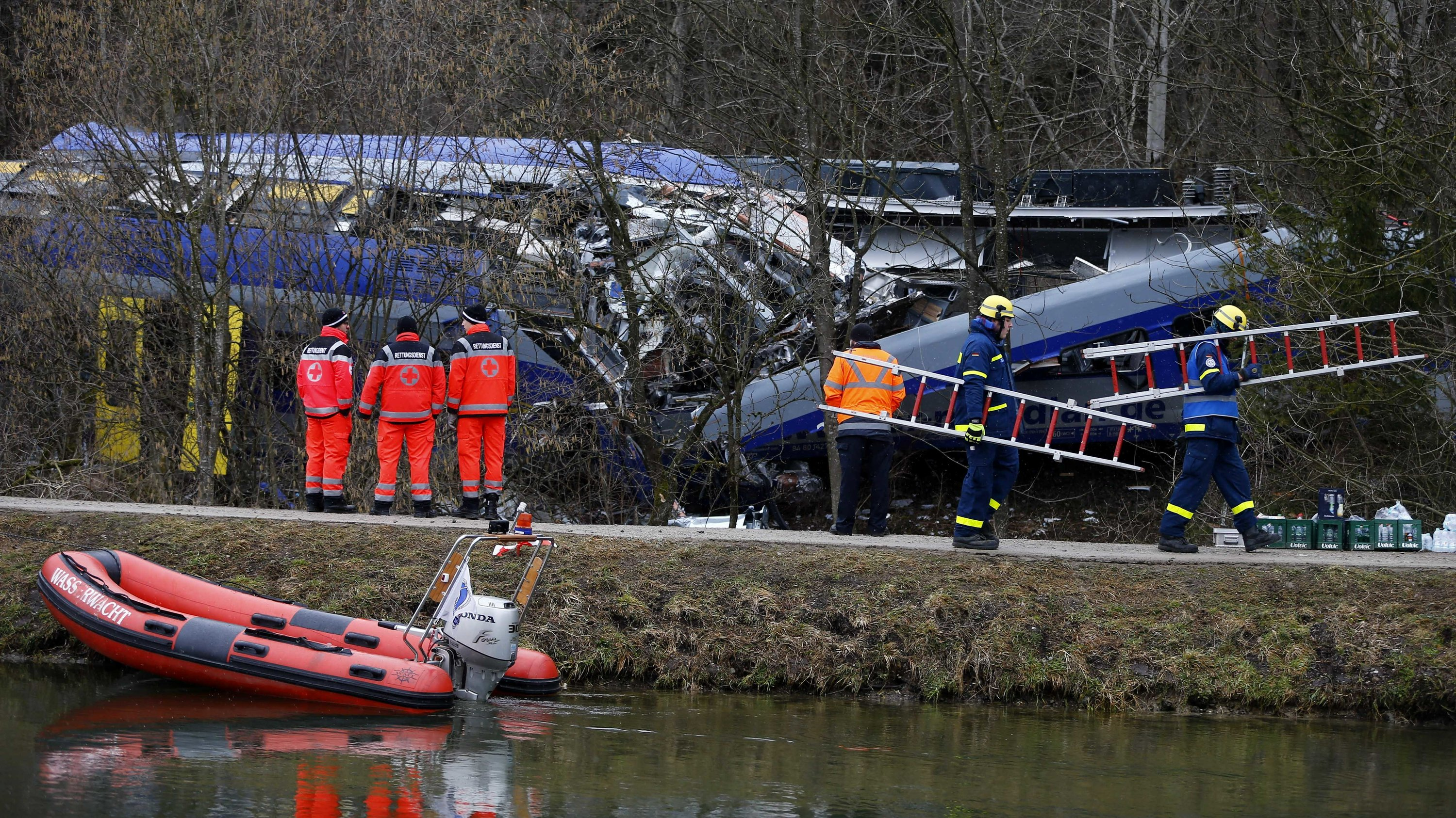 Prosecutors want 4 years for train dispatcher in fatal crash
