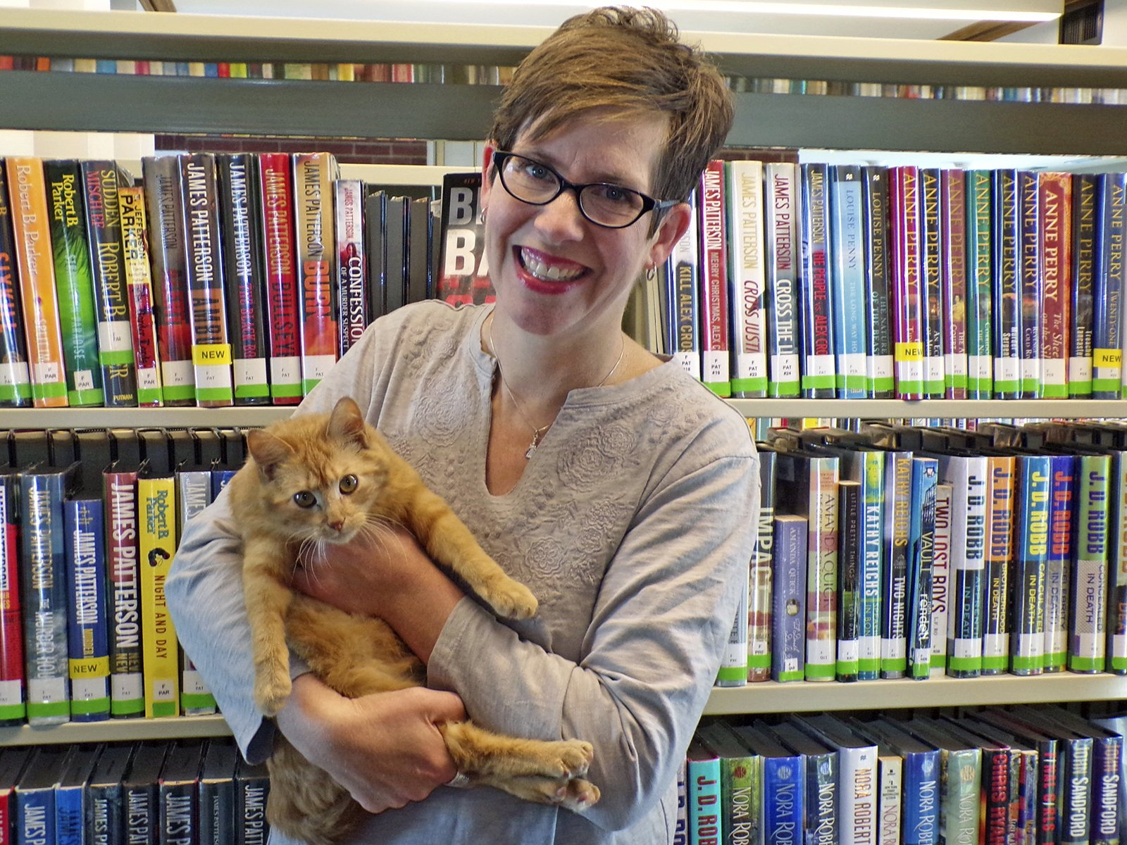 Iowa Library Adopts a Cat