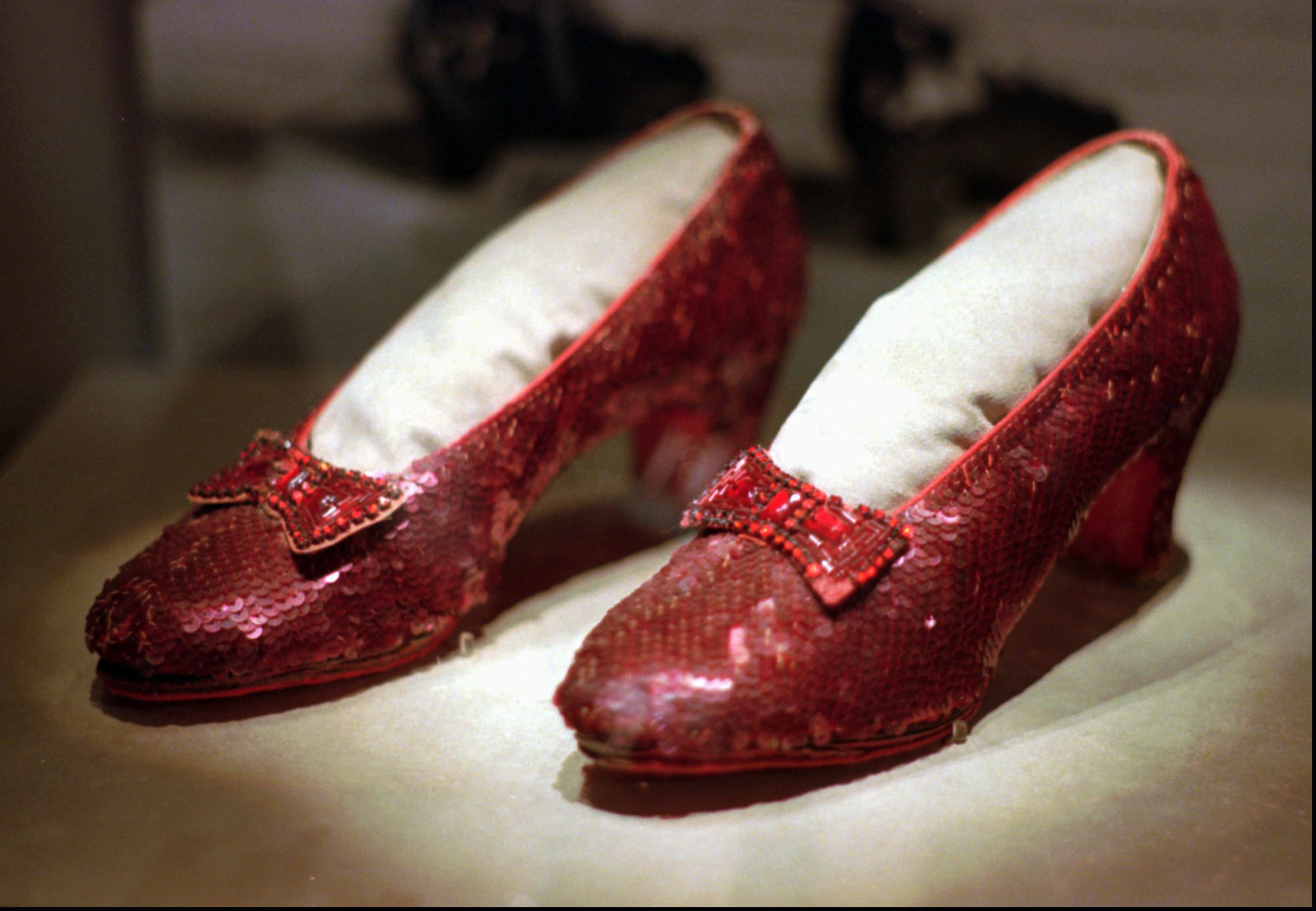 kno dorothys ruby slippers - HD2000×1384