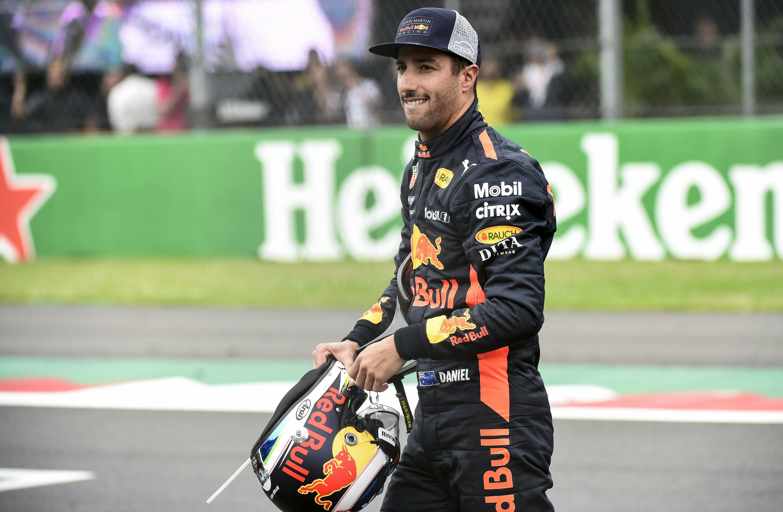 Ricciardo beats Verstappen to pole at Mexican Grand Prix