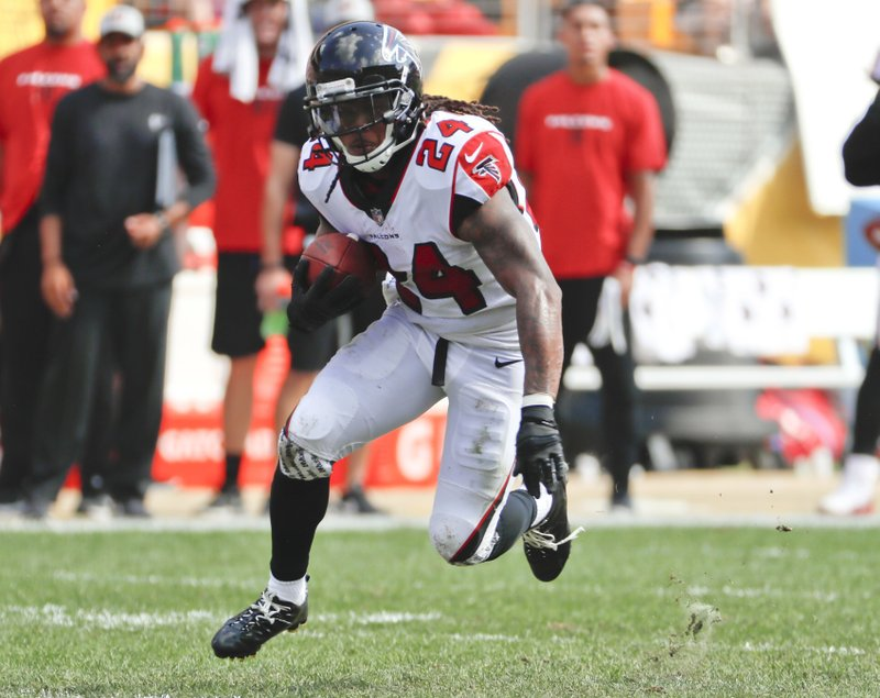 358c5951 Falcons RB Devonta Freeman goes on IR with groin injury