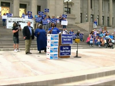 Protesters Rally Against Death Penalty in Ark.