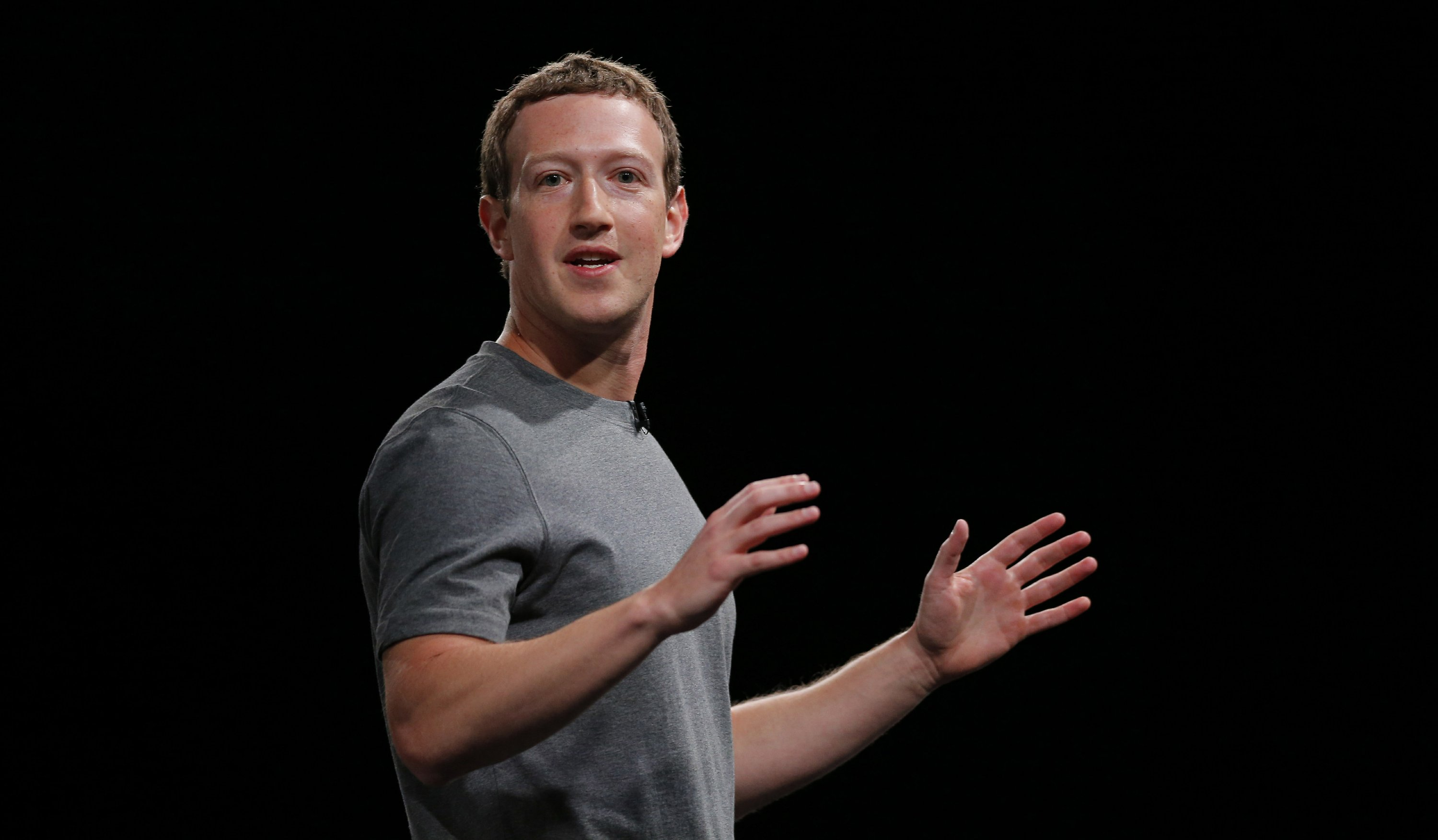 Facebook CEO's Hawaii neighbors grumble about new wall