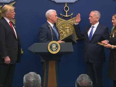 Pentagon Chief Receives Ceremonial Swearing-In