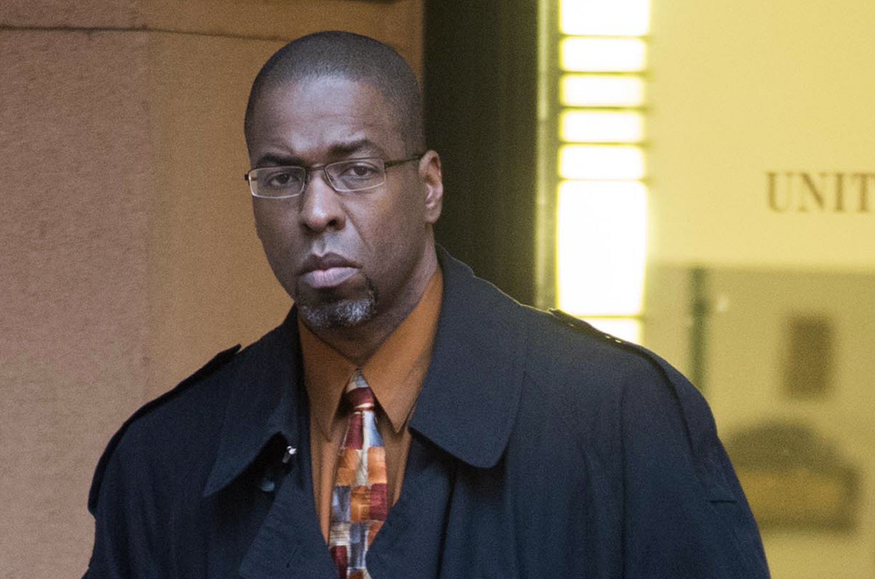 ex cia officer found guilty - HD3000×1984