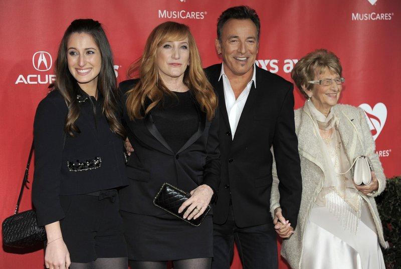 Jessica Rae Springsteen, Patti Scialfa, Bruce Springsteen, Adele Springsteen
