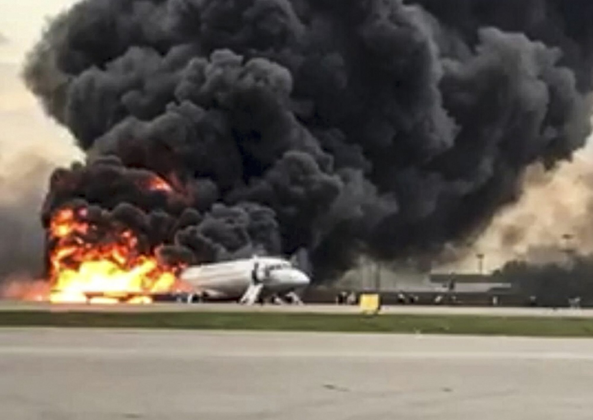 Experts hunt for reason why 41 died in Moscow plane fire