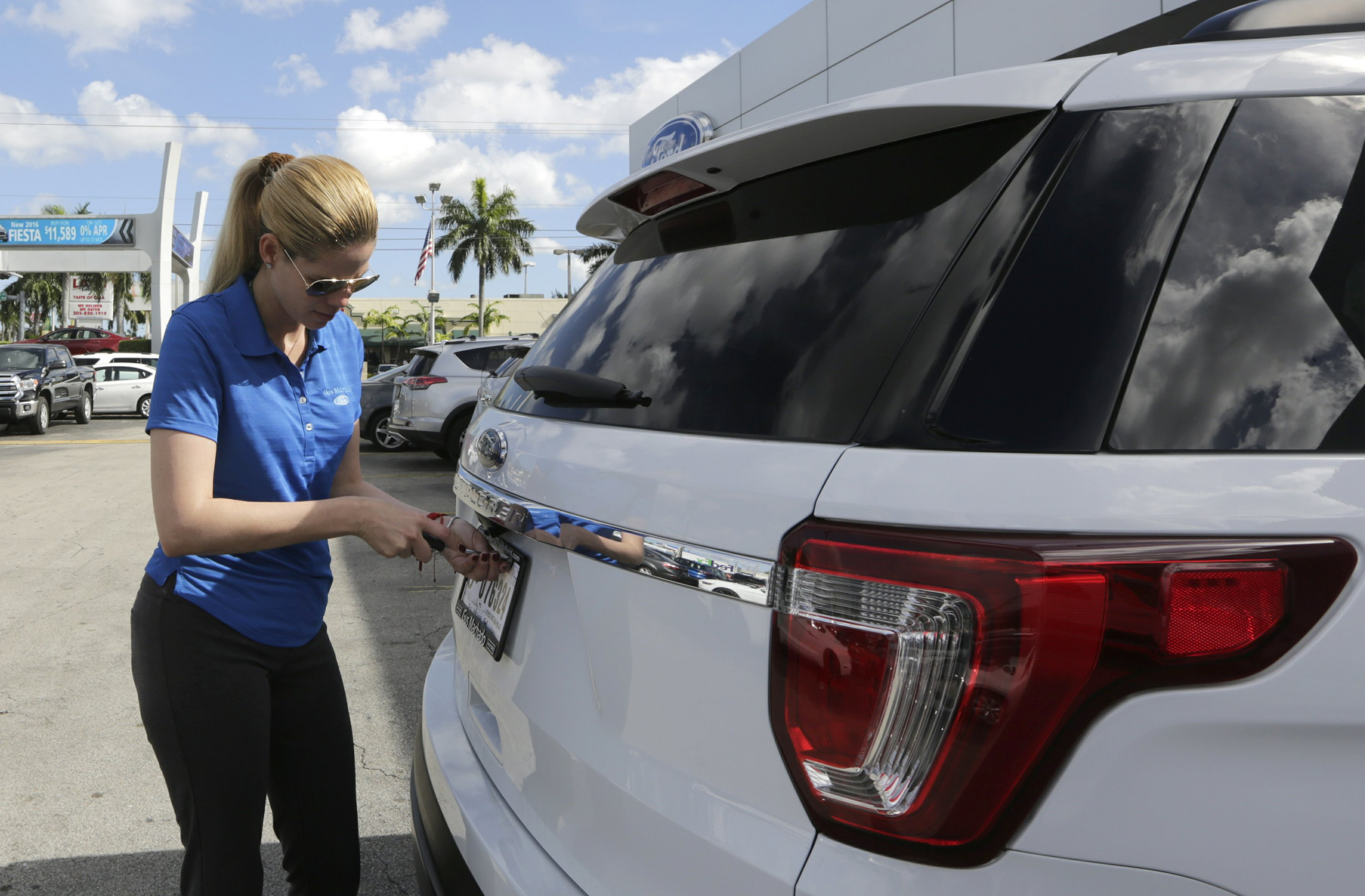 Tumbling car sales drag down US auto market in March