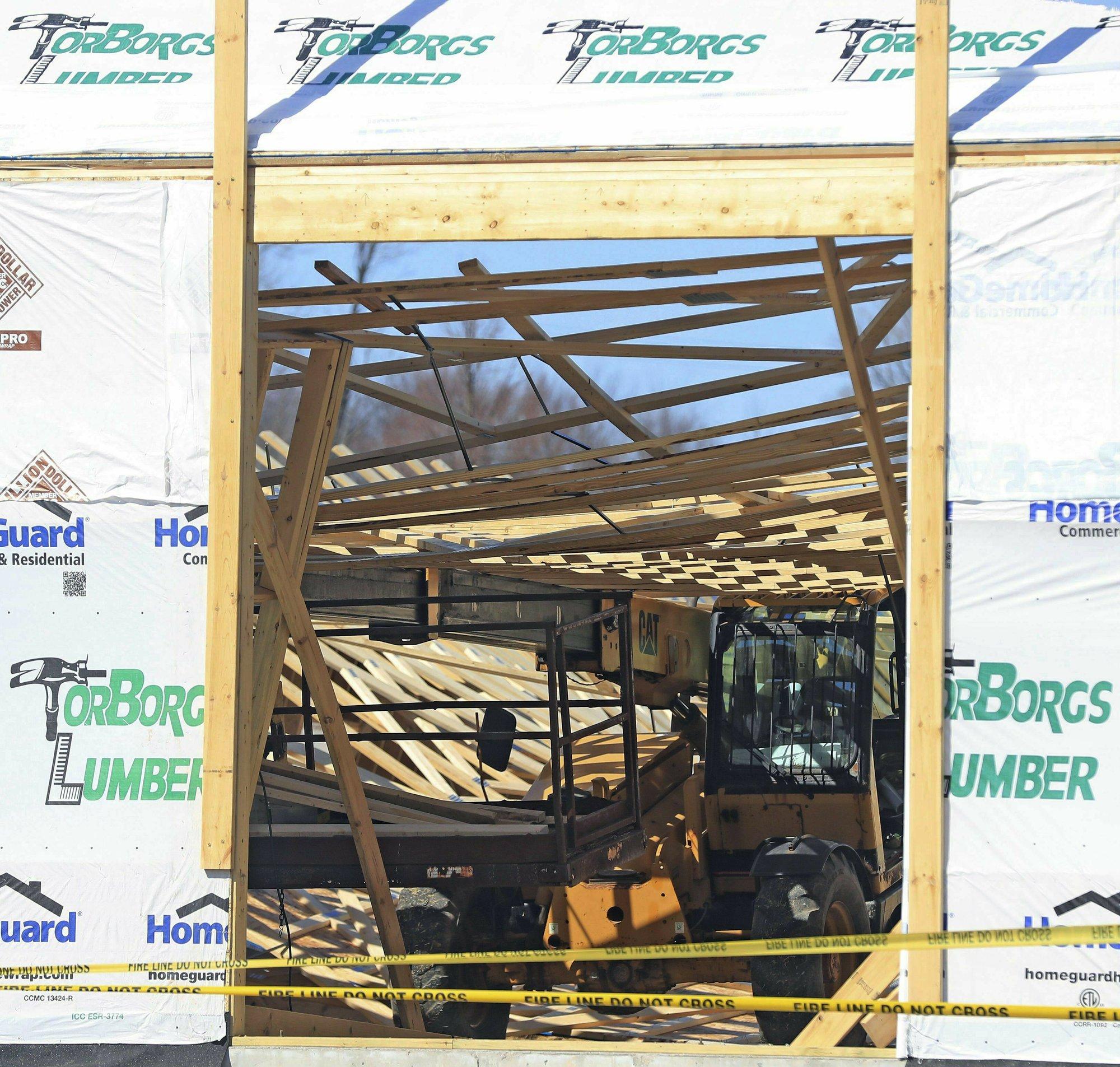 3 workers hurt in building collapse in northeast Wisconsin