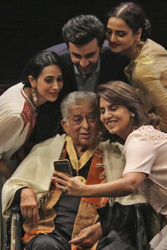 Shashi Kapoor, Karisma Kapoor, Ranbir Kapoor, Rekha, Neetu Singh