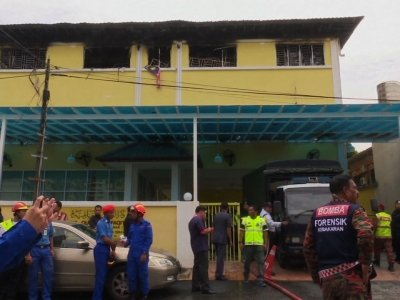 Raw: Fire Kills 23 In Malaysia School Dormitory