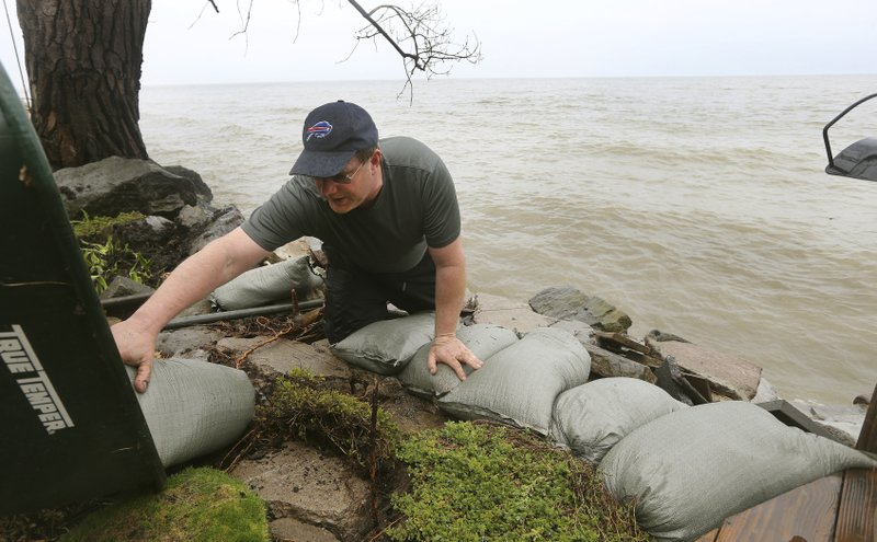 Businesses along Lake Ontario brace for flooding