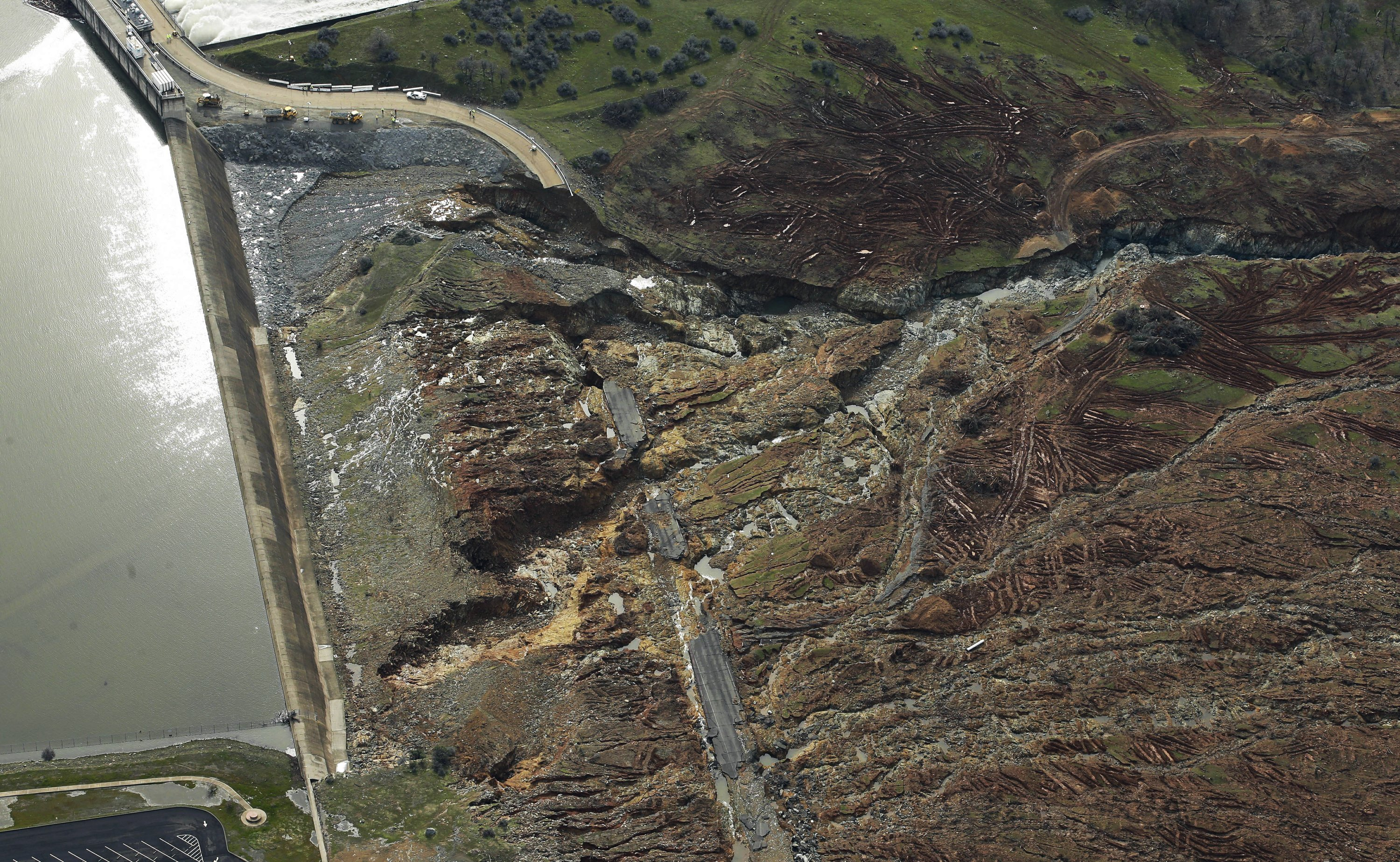 Evacuees might not go home until dam spillway is repaired