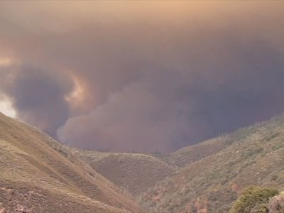Central California Wildfire Kills One Firefighter
