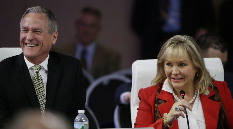 Mary Fallin, Dennis Daugaard