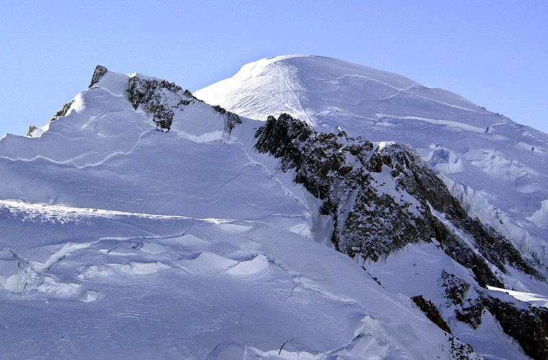 3 die in icy Mont Blanc avalanche; bodies dug out with saws