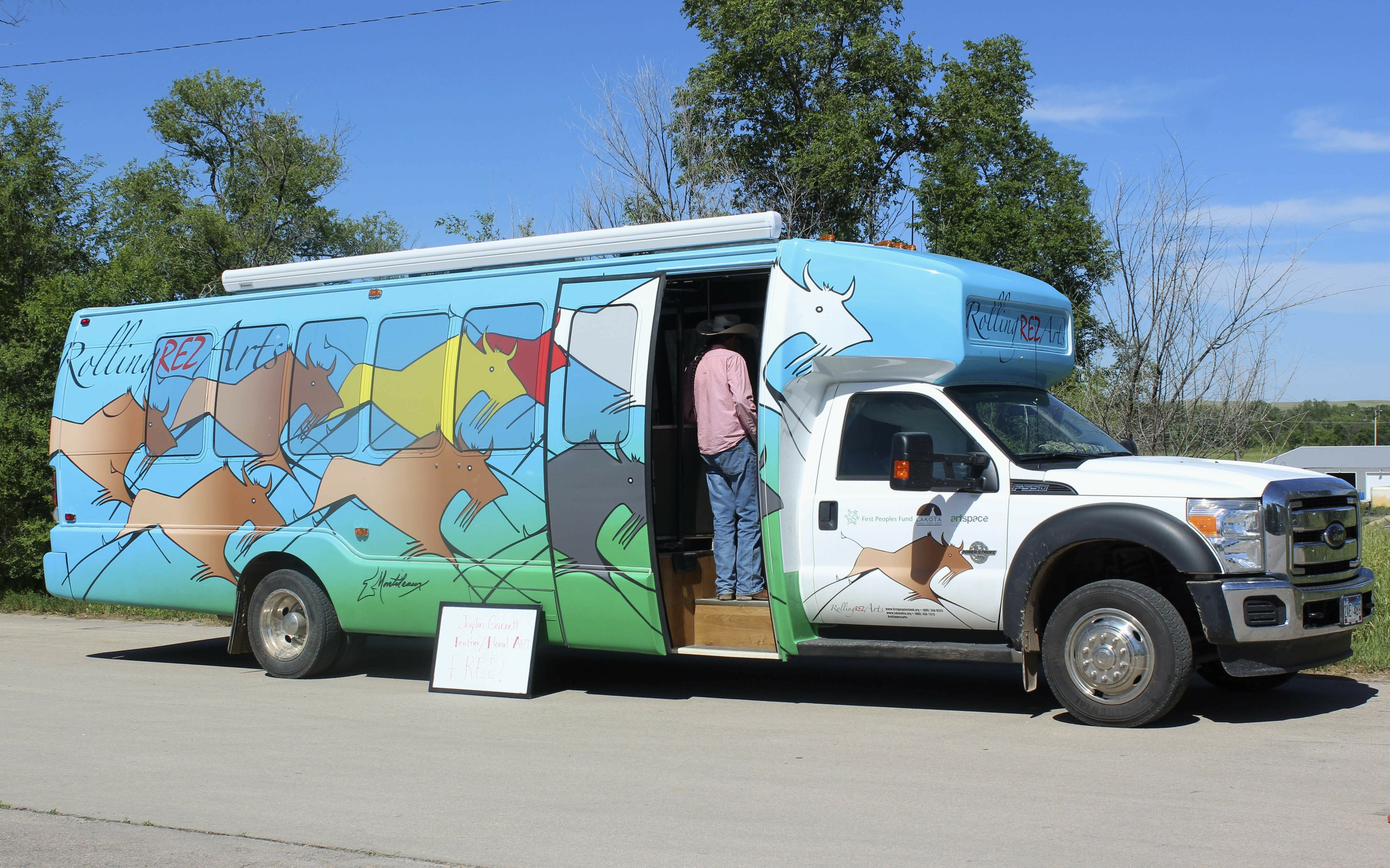 Retrofitted bus provides studio for Native American artists