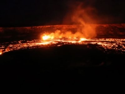 Video Shows Kilauea Volcanoes 'Curtain of Fire'