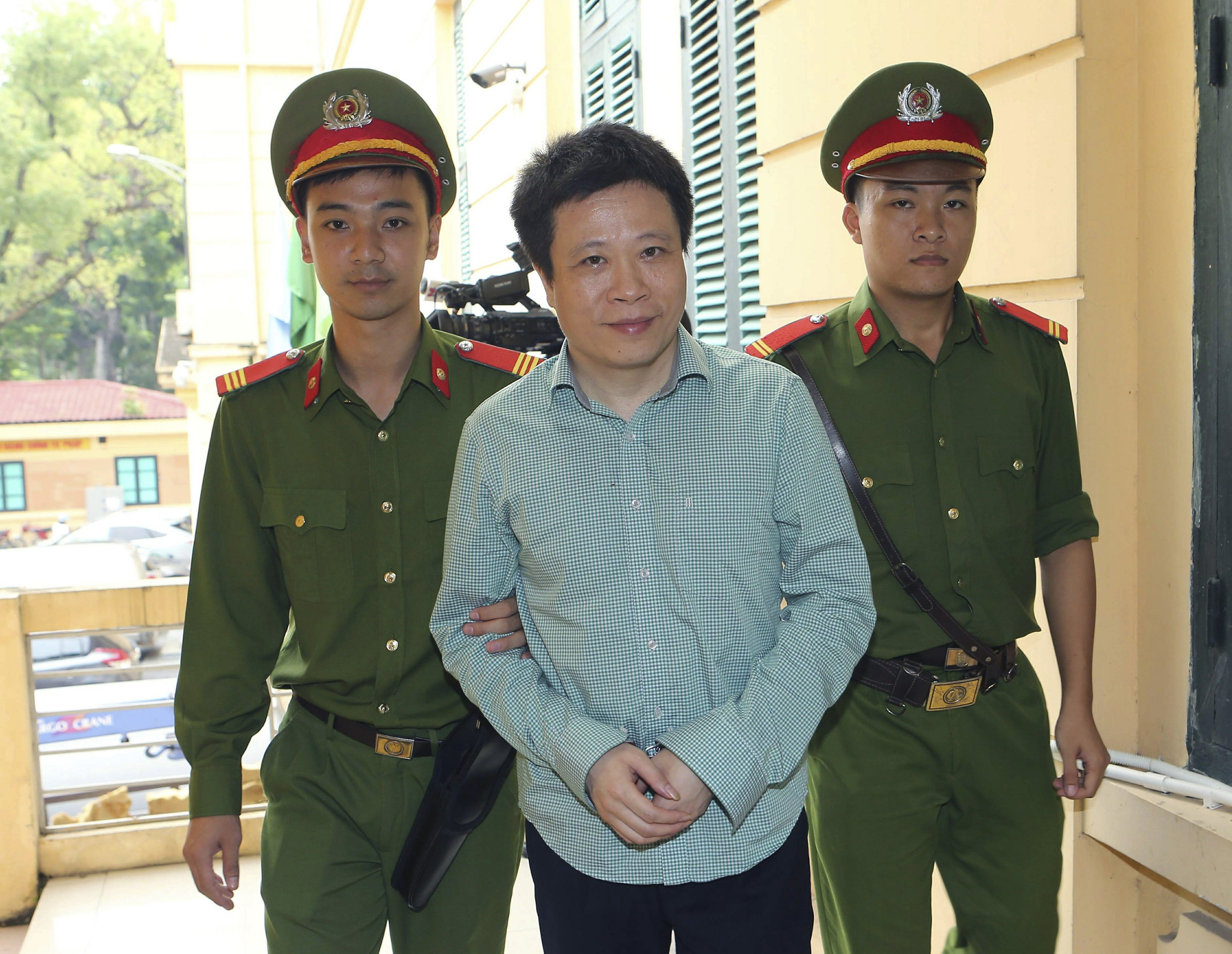 Ex-chief of PetroVietnam sentenced to death for embezzlement