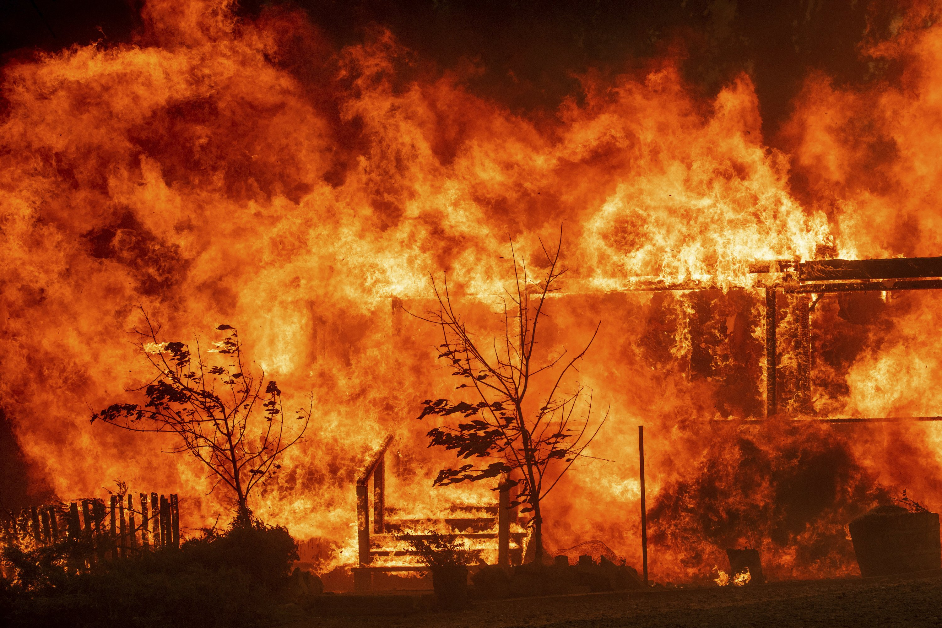 New fire erupts in Northern California; homes threatened